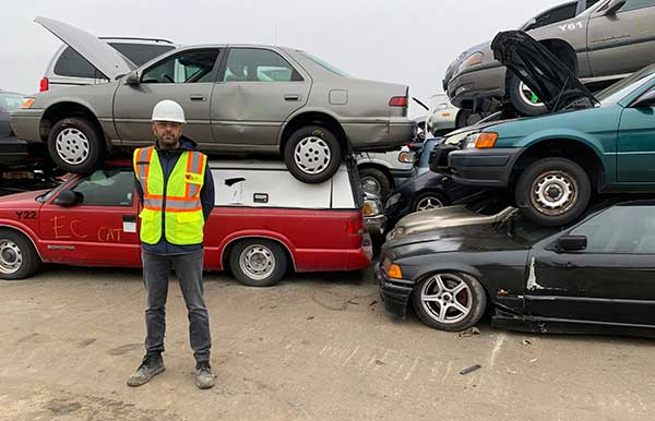 Logistics and community work in Canadian auto recycling p