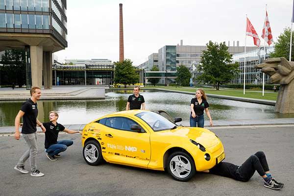 TU/e Students present 'waste car' Luca p four