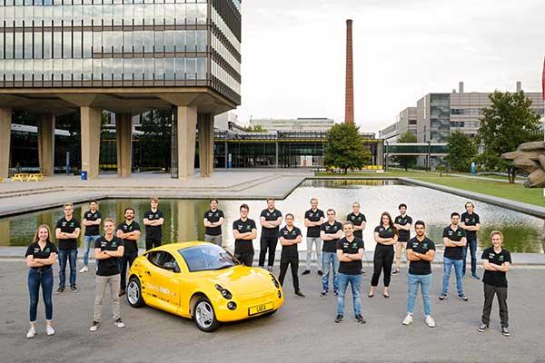 TU/e Students present 'waste car' Luca p three